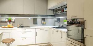 Weiße Küche L-Form weiß