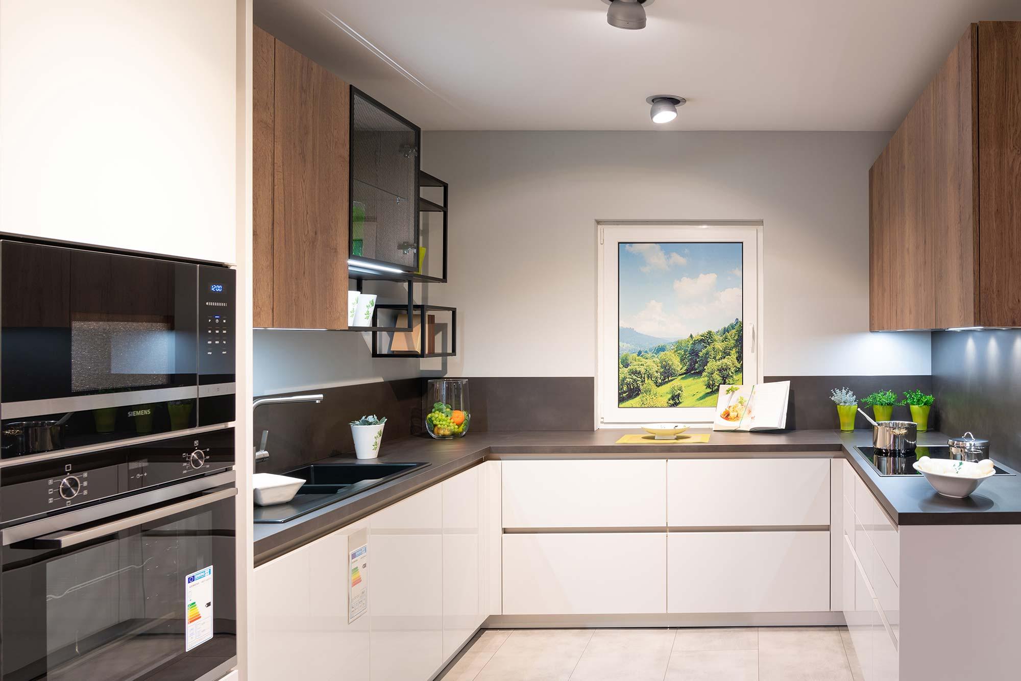 Küche weiße Holzfronten