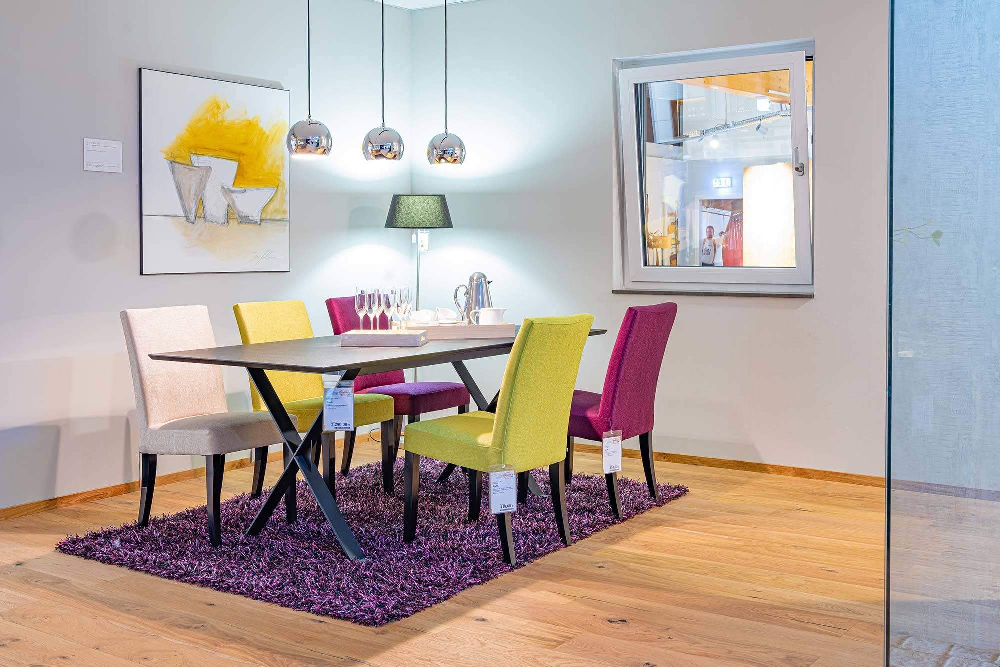 Wohnzimmer Tische und Stühle